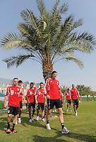 Fussball 1. Bundesliga:  Saison   2011/2012    Winter Trainingslager des FC Bayern Muenchen  03.01.2012 Franck Ribery (li) und Daniel van Buyten (re) unter einer Palme