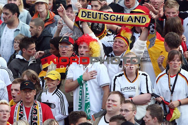 UEFA Euro 2008 Group B Fanmeile Bremen Match 25 <br /> <br /> Portugal ( POR ) - Deutschland ( GER ) <br /> Portugal vs. Germany<br /> <br /> Fanmeile und Public Viewing in Bremen.<br /> Die Fans in Bremen singen die Nationalhymne mit.<br /> <br /> Foto &copy; nph (  nordphoto  ) *** Local Caption ***