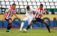 MANIZALES - COLOMBIA -12-04-2014: Cesar Arias (Cent.) jugador de Once Caldas, disputa el balón con Andres Correa (Izq) y Luis Narvaez (Der.) jugadores de Atletico Junior durante  partido Once Caldas y Atletico Junior por la fecha 17 de la Liga de Postobon I 2014 en el estadio Palogrande en la ciudad de Manizales. /  Cesar Arias (L) of Once Caldas, figths the ball with Andres Correa (L) and Luis Narvaez (R) of Atletico Junior during a match Once Caldas and Atletico Junior for date 17th of the Liga de Postobon I 2014 at the Palogrande stadium in Manizales city. Photo: VizzorImage  / Santiago Osorio / Str.