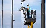 DEN BOSCH  -  Cameraman op hoogwerker  tijdens de hockey hoofdklasse competitie hockey wedstrijd Den Bosch-Bloemendaal (1-4). COPYRIGHT  KOEN SUYK