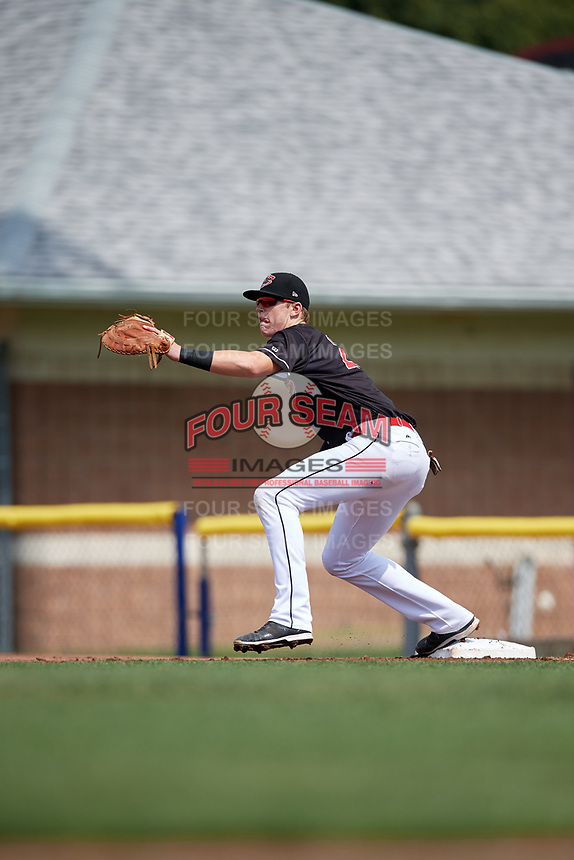 Batavia Muckdogs first baseman Sean Reynolds (25) waits to receive a throw during a game against the Auburn Doubledays on September 1, 2018 at Dwyer Stadium in Batavia, New York.  Auburn defeated Batavia 10-5.  (Mike Janes/Four Seam Images)