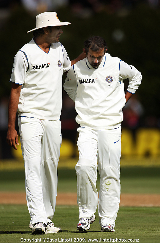 India's Munaf Patel consoles Gautam Gambhir after an injury during day two of the 3rd test between the New Zealand Black Caps and India at Allied Prime Basin Reserve, Wellington, New Zealand on Saturday, 4 April 2009. Photo: Dave Lintott / lintottphoto.co.nz