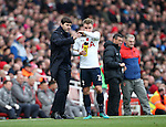 Tottenham's Maurici Pochettino talks to Christian Eriksen during the Premier League match at the Emirates Stadium, London. Picture date November 6th, 2016 Pic David Klein/Sportimage