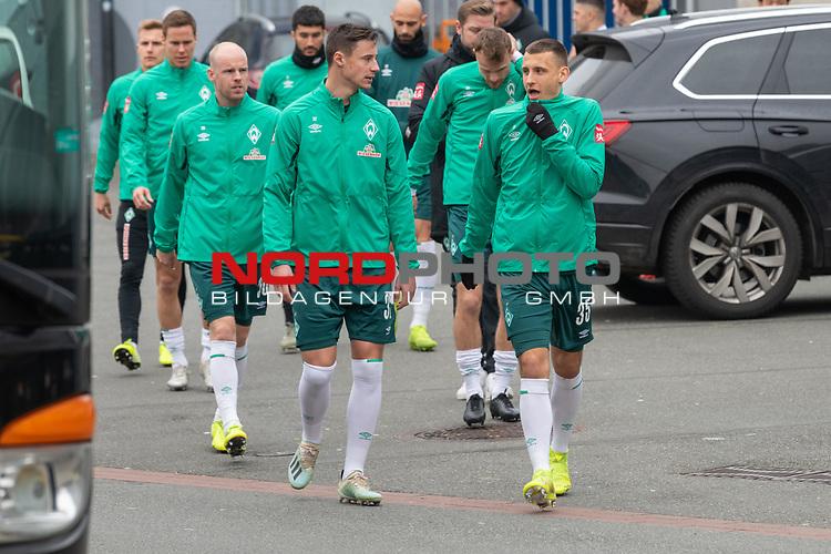 12.01.2020, Platz 11 am wohninvest Weserstadion, Bremen, GER, FSP SV WERDER BREMEN (GER)  vs Hannover 96<br /> <br /> im Bild / picture shows <br /> <br /> <br /> Spieler kommen aus der Kabine und gehen zu Platz 11 <br /> Marco Friedl (Werder Bremen #32)<br /> Maximilian Eggestein (Werder Bremen #35)<br /> #wv30<br /> Christian Groß / Gross (Werder Bremen #36)<br /> Niklas Moisander (Werder Bremen #18 Kapitaen)<br /> Ömer / Oemer Toprak (Werder Bremen #21)<br /> <br /> Foto © nordphoto / Kokenge