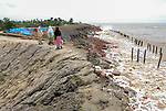 INDIA, West Bengal, Ganges river delta Sundarbans , Sagar Island , broken dyke due to sea erosion and rising sea levels / INDIEN Westbengalen, Gangesdelta Sunderbans , Sagar Island , vom Meer zerstoerter Deich