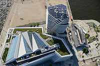 DEUTSCHLAND Hamburg Unilever Gebaeude in der HafenCity, auf dem Dach ist eine solarthermische Anlage installiert<br />   /<br /> GERMANY   Hamburg Unilever headquarter in HafenCity with solarthermal Installation