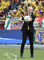 BARRANQUILLA - COLOMBIA -01-09-2016: Jose Pekerman técnico de Colombia durante partido contra de Venezuela de la fecha 7 para la clasificación a la Copa Mundial de la FIFA Rusia 2018 jugado en el estadio Metropolitano Roberto Melendez en Barranquilla./  Jose Pekerman coach of Colombia during match against Venezuela of the date 7 for the qualifier to FIFA World Cup Russia 2018 played at Metropolitan stadium Roberto Melendez in Barranquilla. Photo: VizzorImage / Gabriel Aponte / Cont