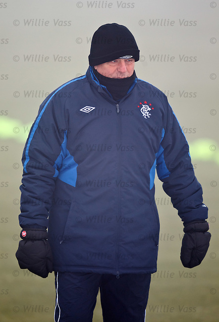 Walter Smith taking no chances in the freezing fog