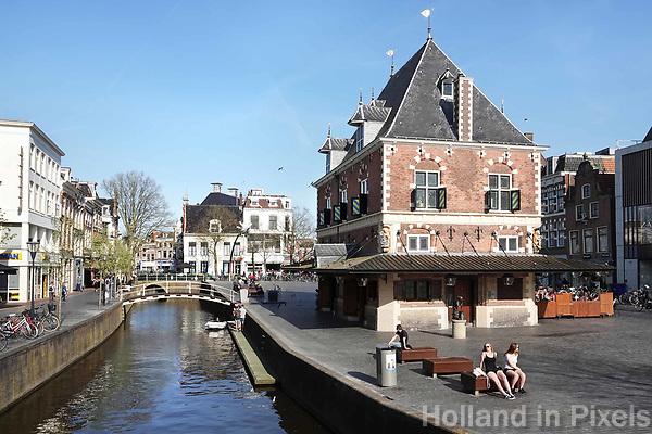 Nederland - Leeuwarden -  april 2018. De Waag in Leeuwarden. Tegenwoordig is er een cafe in gevestigd.   Foto Berlinda van Dam / Hollandse Hoogte