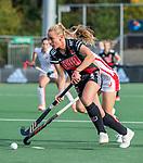 AMSTELVEEN -  Charlotte Vega (Adam) tijdens de hoofdklasse hockeywedstrijd dames,  Amsterdam-Oranje Rood (2-2) .   COPYRIGHT KOEN SUYK