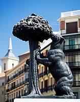 Spanien, Kastilien, Madrid: Plaza Puerta del Sol, Baer und Maulbeerbaum | Spain, Castile, Madrid: Plaza Puerta del Sol, Bear and Mulberry Tree