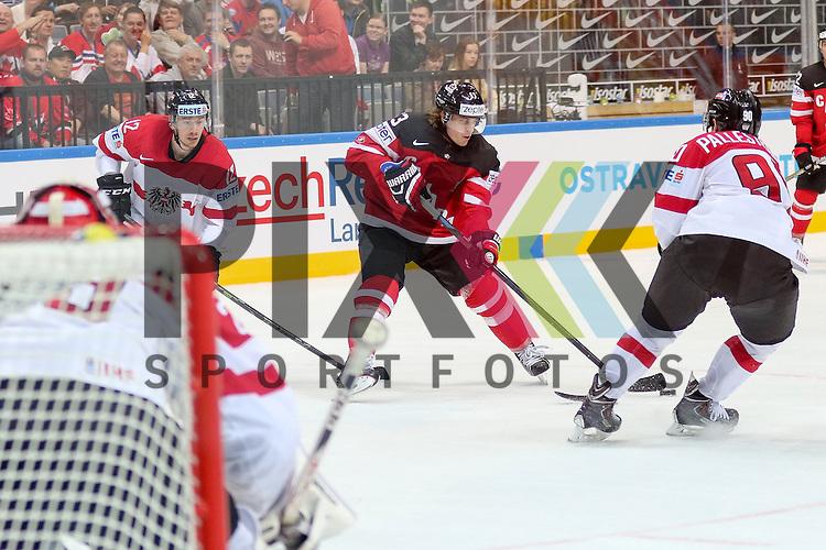 Canadas Ennis, Tyler (Nr.63) mit Puck gegen Oestereichs Pallestrang, Alexander (Nr.90)  im Spiel IIHF WC15 Kanada vs. Oestereich.<br /> <br /> Foto &copy; P-I-X.org *** Foto ist honorarpflichtig! *** Auf Anfrage in hoeherer Qualitaet/Aufloesung. Belegexemplar erbeten. Veroeffentlichung ausschliesslich fuer journalistisch-publizistische Zwecke. For editorial use only.