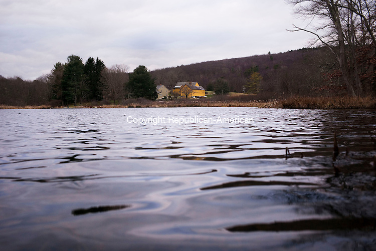 Middlebury, CT- 01 January 2016-010116CM04- COUNTRY LIFE--- Fenns Pond is shown in Middlebury on Friday.   Christopher Massa Republican-American