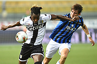 Yann Karamoh of Parma and Marten de Roon of Atalanta BC compete for the ball during the Serie A football match between Parma Calcio and Atalanta BC at Ennio Tardini stadium in Parma (Italy), July 28th, 2020. Play resumes behind closed doors following the outbreak of the coronavirus disease. Photo Andrea Staccioli / Insidefoto