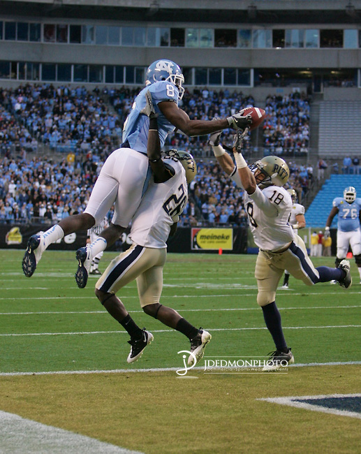 202 27 December 2009: Meineke Car Care Bowl action at Bank of America Stadium Charlotte North Carolina as North Carolina running back Greg Little #8 reaches out for the first UNC score.. Pitts leads UNC at the half 13-10..Mandatory Credit:Jim Dedmon/ Southcreek Global, Meineke Car Care Bowl 09
