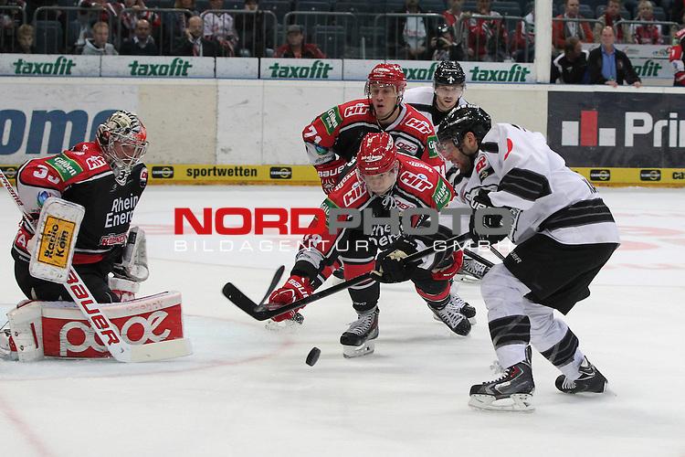 13.09.2013, Lanxess Arena, Koeln, GER, DEL,  K&ouml;lner Haie vs Ice Tigers N&uuml;rnberg, im Bild<br /> Leonhard Pf&ouml;rderl (N&uuml;rnberg #93) (re.) gegen Ales Kranjc (Koeln #38 / SLO) und Danny aus den Birken (Torwart Koeln)<br /> <br /> Foto &copy; nph / Mueller