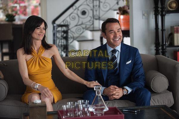 PERREY REEVES as Mrs. Ari and JEREMY PIVEN as Ari Gold in Warner Bros. Pictures,' Home Box Office's and RatPac-Dune Entertainment's comedy &quot;ENTOURAGE,&quot; a Warner Bros. Pictures release.<br /> *Filmstill - Editorial Use Only*<br /> CAP/NFS<br /> Image supplied by Capital Pictures
