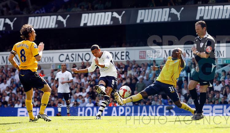 Tottenham's Jermaine Jenas scoring