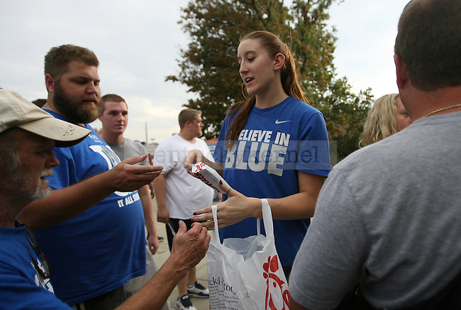 Sophomore volleyball player Kayla Tronick hands out Chick-fila sandwiches to Big Blue Madness campers in Lexington, Ky., on Thursday, October 3, 2013. Photo by Michael Reaves | Staff