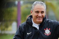 SAO PAULO, SP 24 JUNHO 2013 - TREINO CORINTHIANS - O técnico do Corinthians Tite, durante o treino de hoje, 24, no Ct. Dr. Joaquim Grava, na zona leste de São Paulo. FOTO: PAULO FISCHER/BRAZIL PHOTO PRESS