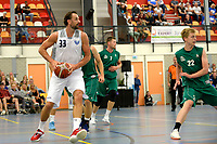 UITHUIZEN - Basketbal , Donar - Groene Uilen met meet en greet na afloop, voorbereiding seizoen 2018-2019, 01-09-2018 Donar speler Drago Pasalic