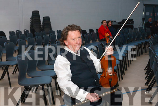 A relaxed Frankie Gavin prior to going on stage Fleadh By The Feale Frankie Gavin & De Danann in concert  last Sunday night in Coláiste Ide & Iosef
