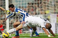 ATENCAO EDITOR IMAGEM EMBARGADA PARA VEICULOS INTERNACIONAIS - MADRI, ESPANHA, 16 DEZEMBRO 2012 - CAMP. ESPANHOL - REAL MADRID - ESPANYOL - Pepe (D) jogador do Real Madrid durante partida contra o Espanyol pela 16 rodada do Campeonato Espanhol, no Estadio Santiago Bernabeu em Madri, capital da Espanha. A partida terminou 2 a 2. (FOTO: CESAR CEBOLLA / ALFAQUI / BRAZIL PHOTO PRESS).