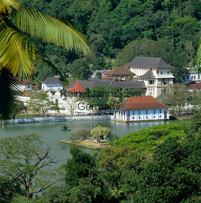 Sri Lanka, Kandy: Temple of the Tooth and the Kandy Lake | Sri Lanka, Kandy: Der Zahntempel (Temple of the Tooth) und der Kandy Lake