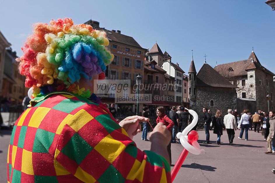 Europe/France/Rhône-Alpes/74/Haute-Savoie/Annecy: Clown devant le Palais de l'Ile sur le Thiou