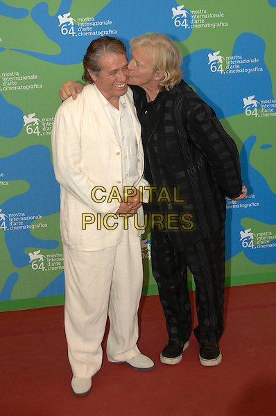 "EDWARD JAMES OLMOS, RUTGER HAUER.""Blade Runer: The Final Cut"" photocall.64th Venice Film Festival, Venice, Italy,.1st September 2007..La Biennale di Venezia, full length white cream suit black and grey print suit kiss kissing cheek.CAP/PL.©Phil Loftus/Capital Pictures"