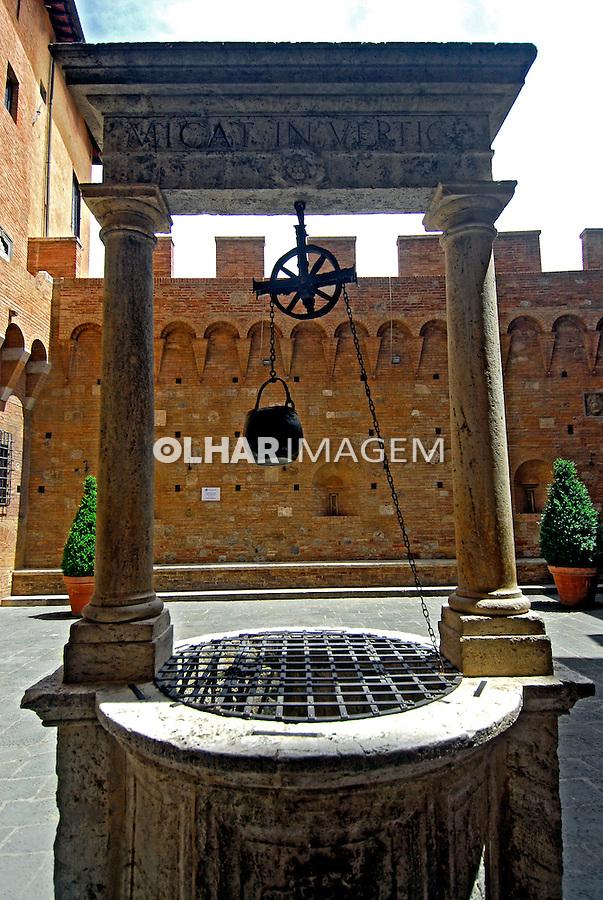 Poço d'agua em Siena. Toscana. Itália. 2006. Foto de Luciana Whitaker.