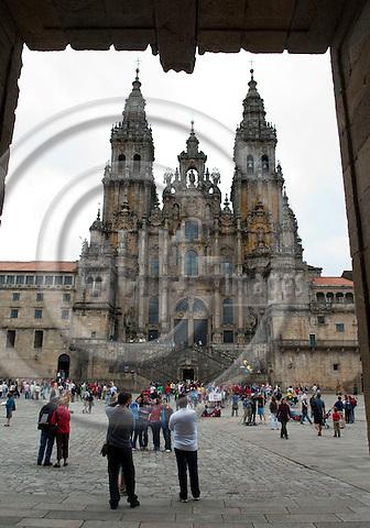 Santiago de Compostela-Galicia-Spain, August 08, 2009 -- Cathedral with arriving pilgrims / tourists on Square Praza do Obradoiro --  culture, tourism -- Photo: Horst Wagner / eup-images