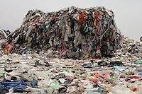 Foto de archivo del relleno sanitario de ciudad de México, Bordo, Poniente, cerrado recientemente y objeto de un programa medio ambiental de reciclaje. Foto de Portalnet.cl