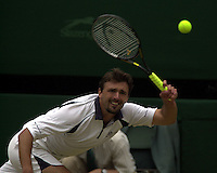 WIMBLEDON CHAMPIONSHIPS 2001 09/07/01 MENS FINAL GORAN IVANISEVIC (CROATIA) V PAT RAFTER GORAN IVANISEVIC VOLLEYS PHOTO ROGER PARKER