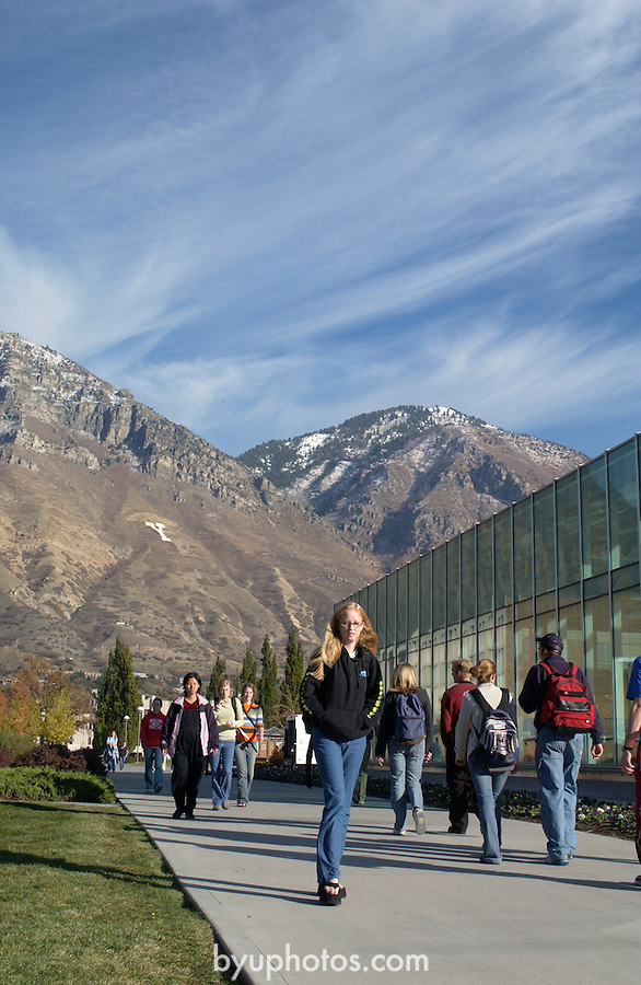 0411-07 Fall GCS..Photo by Steve Walters/BYU.Students walking by the Harold B. Lee Library (HBLL) with the mountains in the background.