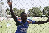 ATENCAO EDITOR: FOTO EMBARGADA PARA VEICULOS INTERNACIONAIS - SAO PAULO, SP, 23 DE NOVEMBRO 2012 - TREINO DO PALMEIRAS - O jogador D.Lovinho durante treino do palmeiras na Academia de Futebol, na Barra Funda, na tarde dessa sexta-feira, 23.   - FOTO LOLA OLIVEIRA - BRAZIL PHOTO PRESS