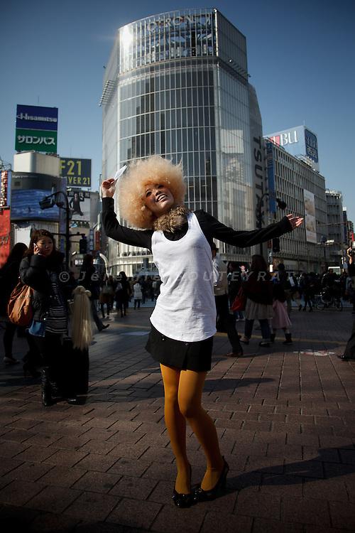 Tokyo,  February 26 2011 - 109 Girls performance in Shibuya by French artist Julie Barranger. Model : Miko Nakashima.