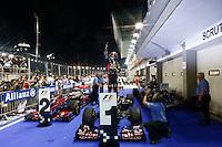 CINGAPURA, CINGAPURA, 23 SETEMBRO 2012 - F1 GP DE CINGAPURA - <br />  O piloto alem&atilde;o Sebastian Vettel, da Red Bull, comemora vitoria no  GP de Cingapura de F&oacute;rmula 1, em Cingapura, neste domingo, 23. (FOTO: PIXATHLON / BRAZIL PHOTO PRESS).