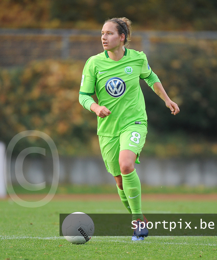 20161105 - MOENCHENGLADBACH , GERMANY : Wolfsburg's Babett Peter pictured during an Allianz Frauen Bundesliga game between Borussia Mönchengladbach and Vfl Wolfsburg during the 7th spieltag - game for the 2016-2017 Allianz Frauen-Bundesliga season , Saturday 5 th November 2016 ,  PHOTO Dirk Vuylsteke | Sportpix.Be