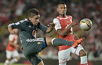 BOGOTÁ -COLOMBIA, 07-02-2016. William Tesillo (Der.) jugador de Santa Fe disputa el balón con Maximiliano Nuñez (Izq.) jugador de Millonarios durante partido entre Independiente Santa Fe y Millonarios por la fecha 3 de la Liga Aguila I 2016  jugado en el estadio Nemesio Camacho El Campin de la ciudad de Bogota. / William Tesillo (R) player of Santa Fe struggles for the ball with Maximiliano Nuñez (L) player of Millonarios during a match between Independiente Santa Fe and Cucuta Deportivo for the date 3 of the Liga Aguila I 2016 played at the Nemesio Camacho El Campin Stadium in Bogota city. Photo: VizzorImage/ Gabriel Aponte / Staff