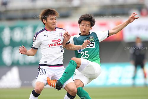(L-R) Masaki Okino (Cerezo U-23), Makoto Fukoin (Sagamihara), APRIL 24, 2016 - Football /Soccer : 2016 J3 League match between SC Sagamihara 3-1 Cerezo Osaka U-23 at Sagamihara Gion Stadium, Kanagawa, Japan. (Photo by AFLO SPORT)