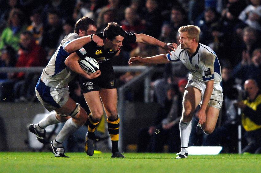 Photo: Richard Lane..London Wasps v Bath Rugby. Guinness Premiership. 12/11/2006. .Wasps' Tom Voyce attacks.