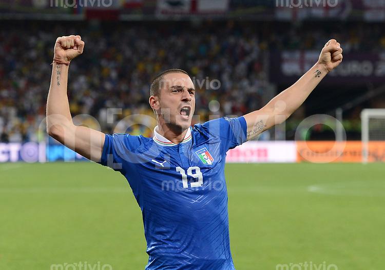 FUSSBALL  EUROPAMEISTERSCHAFT 2012   VIERTELFINALE England - Italien                     24.06.2012 Leonardo Bonucci  (Italien) jubelt ueber den Einzug in das Halbfinale