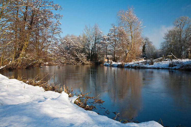 Winter snow on the River Kennet at Padworth, Berkshire, Uk