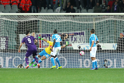 29.02.2016. Stadium Artemio Franchi, Florence, Italy.  Serie A football league. Fiorentina versus Napoli. Marcos Alonso scores the goal for 1-0