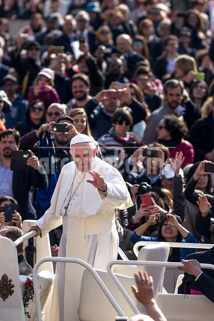 "Rome, Italy, 5 april 2017.""Mafiosi think they can defeat evil with evil, so they seek revenge and do the things we all know about, but they do not know what humility, mercy and gentleness are. This is because Mafiosi do not have hope. Think about this!"". Pope Francis made these off-the-cuff remarks in front of a crowd of over 15,000 faithful present in St Peter's Square today."