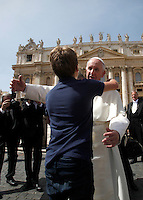 Papa Francesco saluta un bambino al termine dell'udienza generale del mercoledi' in Piazza San Pietro, Citta' del Vaticano, 6 aprile 2016.<br /> Pope Francis greets a child at the end of his weekly general audience in St. Peter's Square at the Vatican, 6 April 2016.<br /> UPDATE IMAGES PRESS/Isabella Bonotto<br /> <br /> STRICTLY ONLY FOR EDITORIAL USE