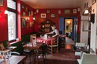 Europe/France/Picardie/80/Somme/Amiens: Restaurant: Chez Maman,le restau brocante de Quentin Gambart -détail de la salle de restaurant et du  décor ou chaque objet est à vendre
