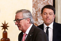 Il presidente della Commissione Europea Jean-Claude Juncker, a sinistra, e il presidente del Consiglio Matteo Renzi a Palazzo Chigi, Roma, 26 febbraio 2016.<br /> European Commission's President Jean-Claude Juncker, left, and Italian Premier Matteo Renzi arrive for a joint press conference at the end of their meeting at Chigi Palace, Rome, 26 February 2016.<br /> UPDATE IMAGES PRESS/Riccardo De Luca