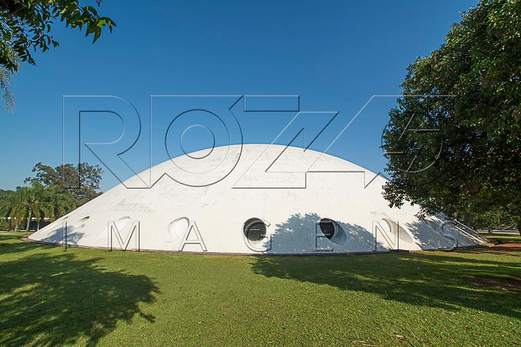 Pavilhão Lucas Nogueira Garcez conhecido como Oca no Parque Ibirapuera, São Paulo - SP, 06/2016.